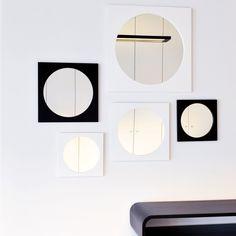 """Der Spiegel """"Loop"""" von XLBoom überzeugt ganz klar durch seine geometrischen Formen und sein zeitloses, schlichtes Aussehen."""