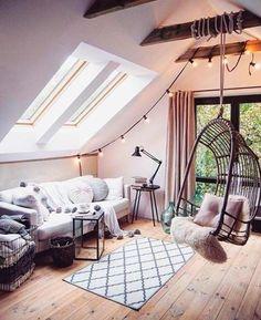 """2,249 curtidas, 12 comentários - CASA CLAUDIA (@revistacasaclaudia) no Instagram: """"Uma boa alternativa para iluminar espaços da casa são os varais de luz. Eles dão um clima intimista…"""""""