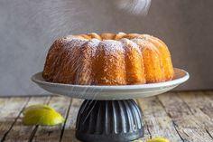 Tablespoon Italian Lemon Cake dusting powdered sugar on the tablespoon lemon cake Lemon Dessert Recipes, Köstliche Desserts, Lemon Recipes, Baking Recipes, Delicious Desserts, Sweet Desserts, Pasta Recipes, Italian Lemon Cake, Breakfast Cake