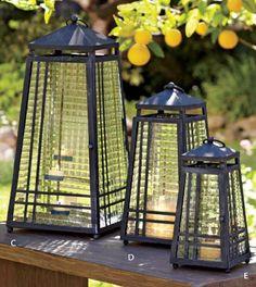 Đèn thắp nến/ Bộ 3 chiếc D113  _Cỡ lớn: 24X55cm, Trọng lượng: 4,3kg  Giá: 1500k  _Cỡ vừa: 17X39cm, Trọng lượng: 2,2kg  Giá: 880k  _Cỡ nhỏ: 13X28cm, Trọng lượng: 1,3kg  Giá: 550k  Khung sắt mạ kẽm, thủy tinh, chốt cửa hút nam châm  Màu: đen (sơn nhám, làm xước trắng)  Đèn dùng ngoài trời với mọi loại thời tiết nhưng không chịu được thời tiết khắc nghiệt (theo hướng dẫn sử dụng của nhà SX)  SĐT: 0915 457 588