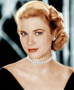 Grace Kelly pearls. Classic style.