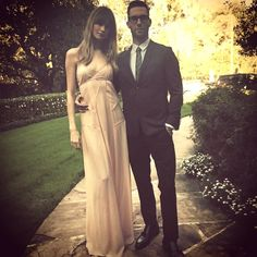 Behati Prinsloo and Adam Levine showed off their Grammys look. Celebrity Gossip, Celebrity News, Celebrity Style, Adam And Behati, Behati Prinsloo, Adam Levine, Old Models, Tomboy Fashion, Bridesmaid Dresses