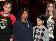 Why does Blanket always look so suspicious in every photo? lol!  (Prince Michael Jackson, Katherine Jackson, Blanket Jackson, Paris Jackson)