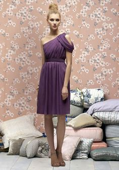 Chiffon Sheath/Column One Shoulder Off-the-shoulder Knee-Length Bridesmaid Dress picture 1