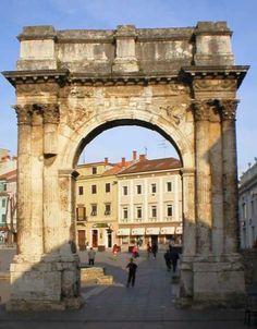 Pula, Golden gate