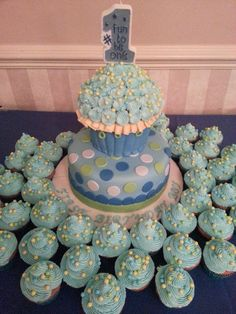 Giant cupcake with cupcakes