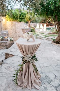 High tables can be decorated in a thousand ways, we love the rustic look with the long table cloth and flower decoration for this rustic Greek island wedding. Long Table Wedding, Rustic Wedding, Greek Wedding Theme, Botanical Wedding Theme, Wedding Ideas, Outdoor Wedding Decorations, Bridal Shower Decorations, Cocktail Table Decor, Cocktail Tables