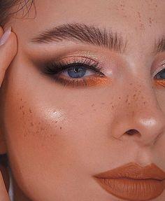 Makeup Eye Looks, Eye Makeup Art, No Eyeliner Makeup, Blue Makeup, Skin Makeup, Golden Makeup, Peach Makeup, Eyeshadow, Makeup Trends