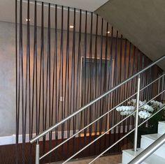 Biombo em couro no projeto da arquiteta Beth Nejm   Elisa Atheniense Home