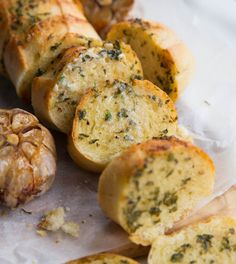 Take your homemade garlic bread with roasted garlic to the next level! With The post Bring your home-made garlic bread with fried garlic to the nearest appeared first on Tasty Recipes. One Dish Meals Tasty Recipes Homemade Garlic Bread, Easy Garlic Bread, Vegan Garlic Bread, Garlic Bread Recipe Olive Oil, Garlic Bread Butter, How To Roast Garlic, Garlic Bread Baguette, Garlic Bread Spread, Baguette Recipe