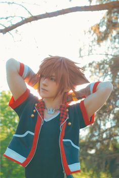 """Sora won the last pool so here's some last pics of this photoshoot ☀️ Kingdom Hearts Cosplay, Sora Kingdom Hearts, Final Fantasy Cosplay, Wig Styles, Twitter, Wigs, Photoshoot, Anime Cosplay, Seashells"