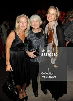 Claire Newman and Melissa Newman with their mother Joanne Woodward