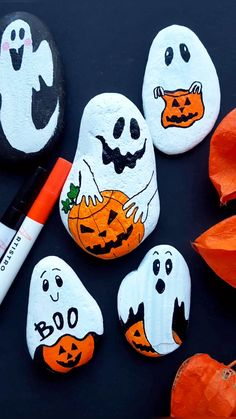 Halloween Ghosts rock painting tutorial with Artistro paint .- Halloween Ghosts rock painting tutorial with Artistro paint pens Create cute Halloween Ghosts painted rocks with Artistro! Halloween Rocks, Halloween Tags, Halloween Ghosts, Halloween Crafts, Halloween Painting, Pink Halloween, Holiday Crafts, Rock Crafts, Clay Crafts