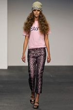 See all the Collection photos from House Of Holland Spring/Summer 2013 Ready-To-Wear now on British Vogue Fashion Week, Diy Fashion, Runway Fashion, Fashion Show, Fashion Design, London Fashion, Fashion Trends, House Of Holland, Metallic Trousers