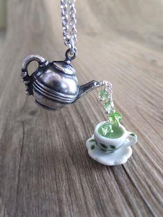 Green Tea Jewelry Necklace Peridot Birthstone por LycheeKiss