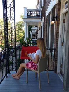 balKonzept in Montreal | balKonzept Balkontisch + Balkonkasten / balcony table + flowerbox