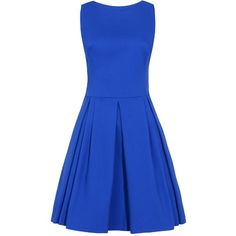 Das leicht ausgestellte Kleid präsentiert sich schlicht mit hohem Rundhals-Ausschnitt, während gelegte Falten und der modische Farbton ein schönes Gesamtbild mit femininer Silhouette schaffen.