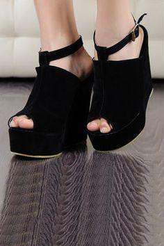 Chunky Heel Buckled Black Sandal