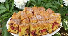 Prajitura pufoasa cu capsuni Quiche, French Toast, Food And Drink, Cooking Recipes, Treats, Breakfast, Military Diet, Diet Plans, Pastries