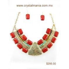 Set de collar y aretes en base dorada con detalle en diferentes tonos y formas estilo 30270