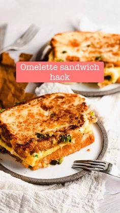 Easy Egg Breakfast, Breakfast Sandwich Recipes, Easy Sandwich Recipes, Breakfast Dishes, Simple Breakfast Recipes, Quick Sandwich, Chicken Breakfast Recipes, Breakfast Omelette, Breakfast Cake