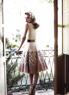 Love the retro style! The lips, hair adornment, cinched waist, and pale blue heel...<3