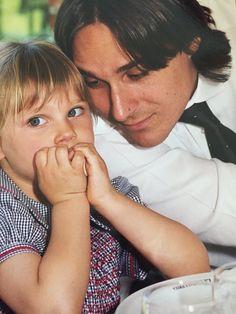 Valentina Zenere as a kid and her dad/father = Valentina Zenere de niña/chiquita/pequeña con su papá/padre