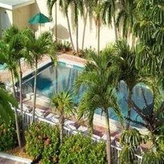 Inn at the Beach Venice Florida Kitchenette and Livingroom. Steps to Beach