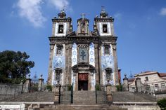 The Church of Saint Ildefonso in Porto was rebuilt from 1730 to 1739 because of its advanced stage of ruin. The facade has two bell towers surmounted on each side with spheres and pediments. As for the entablature of this monument there is a niche of the patron saint. On the inside the walls are covered with azulejos from 1932 by Jorge Colaço.