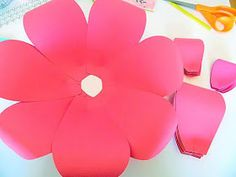 Mama's Gone Crafty: Easy Method When Building any DIY Giant Paper Flower - New Deko Sites How To Make Paper Flowers, Large Paper Flowers, Tissue Paper Flowers, Giant Paper Flowers, Diy Flowers, Papel Vintage, Vintage Paper, Jungle Decorations, Flower Backdrop