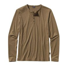 With a 4-button placket, this classic long-sleeved henley shirt is made of 100% organic cotton in a range of subtle heathers.