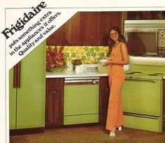 Remember the avocado green appliances of the and My Mother was wild about them. My family even went. Mode Vintage, Vintage Ads, Retro Ads, Vintage Stuff, Vintage Photos, Cool Things To Make, Old Things, Nostalgia, Green Kitchen