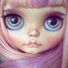 Blythe Doll by Tiina Pretty Dolls, Beautiful Dolls, Ooak Dolls, Blythe Dolls, Porcelain Jewelry, Custom Dolls, Doll Face, Big Eyes, Pink Hair