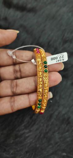 India Jewelry, Bead Jewellery, Jewellery Designs, Necklace Designs, Jewlery, Silver Jewelry, Bangle Set, Bangle Bracelets, Solid Gold Bangle