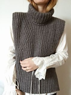 Collar No. 1 pattern by My Favourite Things Capelet Knitting Pattern, Knit Vest Pattern, Top Pattern, Sweater Vest Outfit, Knit Cardigan, Knitwear Fashion, Knit Fashion, Hand Knitted Sweaters, Knit Crochet