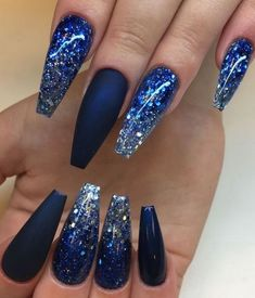 Blue is an elegant and always fashionable color: manicure enthusiasts cannot leave it aside for the next season! What are the most beautiful blue nail art? Nail Design Glitter, Cute Acrylic Nail Designs, Winter Nail Designs, Cute Acrylic Nails, Cute Nails, Gel Nails, Manicure, Gradient Nails, Stiletto Nails