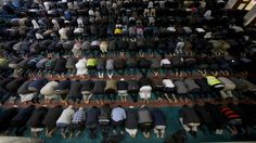 'visit my mosque' day in uk bids to tackle islamophobia