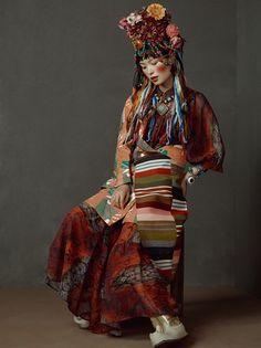 Photo by Kiki Xue Oriental Fashion, Ethnic Fashion, Colorful Fashion, Fashion Art, High Fashion, Fashion Outfits, Womens Fashion, Fashion Design, Travel Photographie