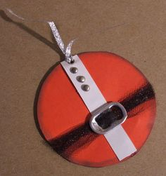 The Happy Scraps: Handmade Christmas Gift Tag Exchange - no instructions, but I'm thinking old cds and use as an ornament instead of gift tag.