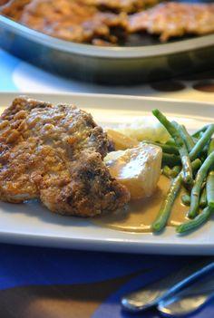 Fläskkotlett, potatis, sås och grönsaker God Mat, Steak, Bacon, Curry, Food, Curries, Essen, Steaks, Meals