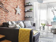 Salón con pared de ladrillo visto