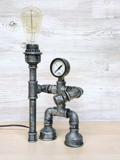 Steampunk robot table lamp with manometer / industrial pipe desk lamp with press. - Steampunk robot table lamp with manometer / industrial pipe desk lamp with pressure gauge Steampunk Robots, Steampunk Lamp, Industrial Pipe Desk, Industrial Furniture, Industrial Design, Furniture Vintage, Vintage Industrial, Desk Lamp, Table Lamp