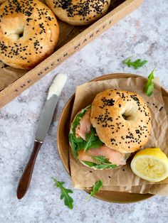 Bajgiel z łososiem Bagels, Bread, Diet, Brot, Baking, Breads, Buns, Banting, Diets