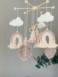 Macrame Projects, Diy Projects, Crafts To Sell, Diy And Crafts, Bohemian Crafts, Macrame Wall Hanging Patterns, Baby Mobile, Pom Pom Crafts, Hanging Mobile
