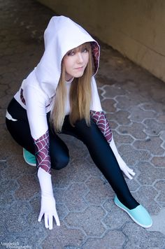 Spider-Gwen Cosplay http://geekxgirls.com/article.php?ID=5474