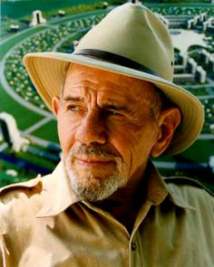 A Jacque Fresco, founder of The Venus Project. Incredible Man, Incredible Vision. A glimpse of what the further will hopefully hold.