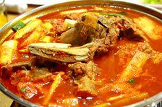 Korean Dishes, Korean Food, Pork Bone Soup, Korean Kitchen, K Food, Korean Recipes, Japanese Recipes, International Recipes, Soups And Stews