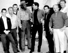 Elvis , Joe Esposito and the Memphis mafia in spring 1964 on the movie set of Roustabout.