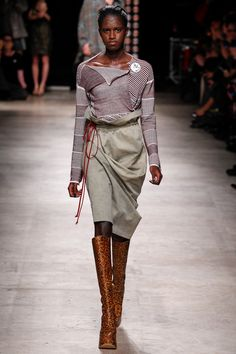 See the complete Andreas Kronthaler for Vivienne Westwood Fall 2016 Ready-to-Wear collection.