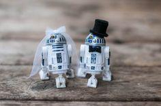 r2d2 wedding cake toppers star wars   Geeky Star Wars Ideas Weddings http://emmalinebride.com/themes/geeky-star-wars-ideas-weddings/